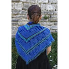 Géométrie en bleu - châle tricoté